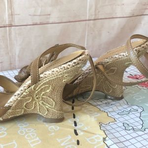 FIONI Clothing Shoes - Fioni Wedge Burlaped Sandals with Rafia Flowers